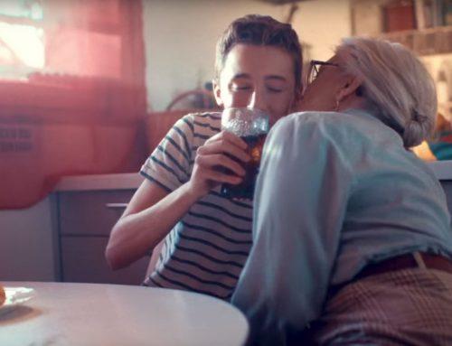 Se acerca la Navidad ¿Qué tal con Coca-Cola y en un bar?